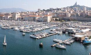 Une cinquantaine de rappeurs Marseillais célèbrent la cité phocéenne dans une compil.
