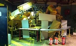 Une partie du campus Porte des Alpes, à Bron, a été saccagé dans la nuit du mardi 2 au mercredi 3 novembre 2010 après l'occupation du site décidée lors d'une AG.