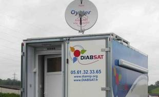 Un camion itinérant et une communication rapide par satellite : Diabsat permet le dépistage des complications du diabète dans des zones rurales isolées, dans le cadre d'une expérience pionnière de télémédecine lancée par le Centre national d'études spatiales (Cnes).