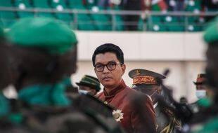 A Madagascar, le président Andry Rajoelina passe en revue l'armée lors de la Fête de l'indépendance, le 26 juin 2021