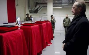 """La France va demander à la coalition internationale en Afghanistan d'""""adapter"""" son dispositif aux nouvelles menaces sur le terrain, a déclaré vendredi le ministre de la Défense, Gérard Longuet, sur RMC et BFMTV, sans évoquer un éventuel retrait anticipé des troupes françaises."""