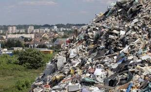 La montagne nauséabonde de déchets industriels dans le Val-de-Marne qui avait déclenché la colère du gouvernement a été totalement évacuée, après cinq mois d'un chantier qui aura coûté près de 20 millions d'euros, a-t-on appris jeudi de sources concordantes