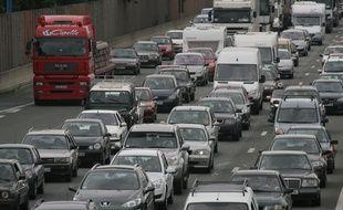 Embouteillage bouchons. Peripherique sature. Illustration