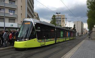 L'un des nouveaux tramways mis en place en 2017 à Saint-Etienne