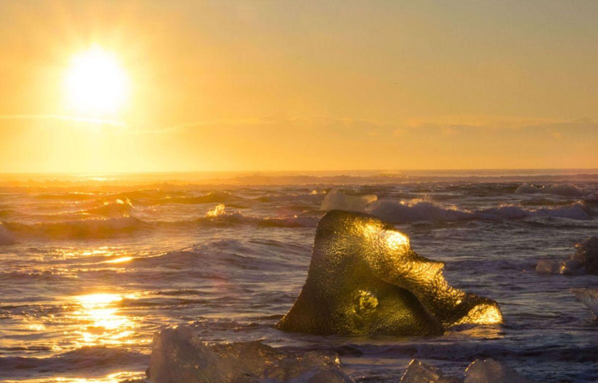 Illustration: glacier au soleil en Islande, décembre 2014. – Dave Stevenson/REX/REX/SIPA