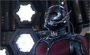 Paul Rudd sous le costume d'Ant-Man