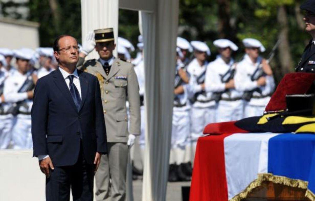 """Paris recherche de façon """"obstinée"""" une solution politique en Syrie, a souligné samedi François Hollande, répondant implicitement à ceux qui le taxent d'""""attentisme"""", lors d'un hommage en Isère au 88e soldat français mort en Afghanistan. – Jean-Pierre Clatot afp.com"""