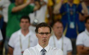 """Le sélectionneur de l'équipe de France Laurent Blanc, """"déçu"""" par la défaite contre la Suède (2-0) et la 2e place du groupe D, a déclaré mardi qu'il faudrait désormais réaliser """"un exploit"""" pour éliminer l'Espagne, championne du monde et d'Europe en quart de finale de l'Euro-2012."""