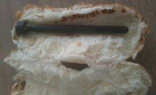 La vis se trouvait dans le pain, quand elle a été découverte
