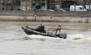 Des policiers de la brigade fluviale sur la Seine. (Illustration)
