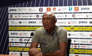 Alain Kombouaré lors de sa première conférence de presse comme entraîneur du TFC, le 15 octobre 2019.