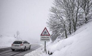 """Treize départements, contre onze précédemment, sont désormais en vigilance orange """"neige et verglas"""", selon le bulletin de Météo France"""