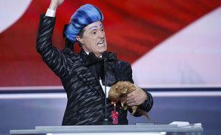 Stephen Colbert grimé en  Caesar Flickerman, personnage de fiction des «Hunger Games», lors de la convention républicaine à Cleveland, Ohio, le 17 juillet 2016.