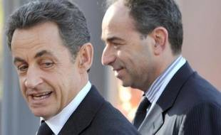 Le 8 décembre 2011 à Marseille, l'ex-président français Nicolas Sarkozy (g) et le président de l'UMP Jean-Francois Copé