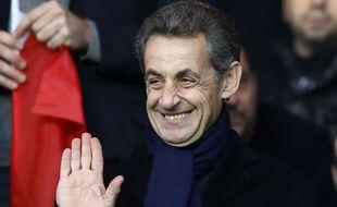 Nicolas Sarkozy regarde un match à Paris le 28 novembre 2015.