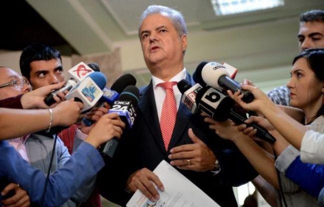 L'ancien Premier ministre roumain Adrian Nastase, qui avait tenté de se suicider après avoir été condamné à deux ans de prison ferme pour corruption, a été incarcéré mardi dans un hôpital pénitentiaire de Bucarest, un nouveau tournant dans la lutte contre ce fléau en Roumanie.