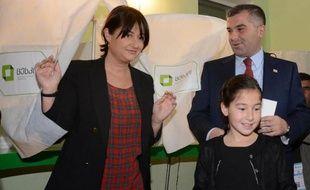 Les Géorgiens ont commencé à voter dimanche pour élire le successeur du réformateur pro-occidental Mikheïl Saakachvili, une élection où le candidat de son adversaire, milliardaire et Premier ministre Bidzina Ivanichvili, est favori