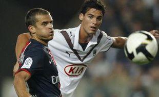 Le Bordelais Yohann Gourcuff (à droite), à la lutte avec le parisien Jérôme Rothen, lors de la victoire du PSG 1-0, samedi 16 août 2008, lors de la 2e journée de Ligue1.