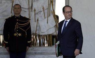 François Hollande le 17 juin 2015 sur le perron de l'Elysée à Paris