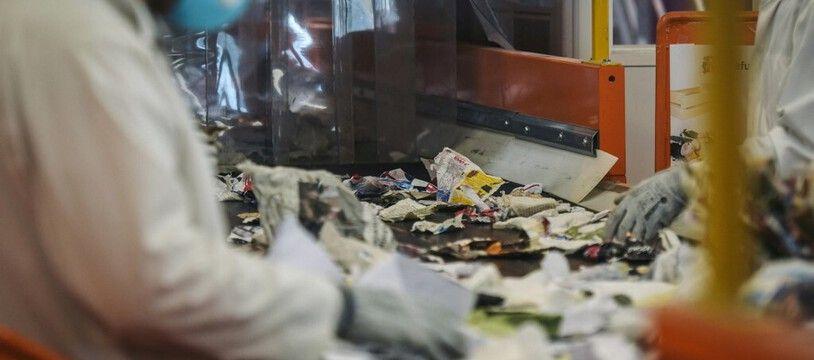 Dans une usine de recyclage ici à Paris. (illustration)