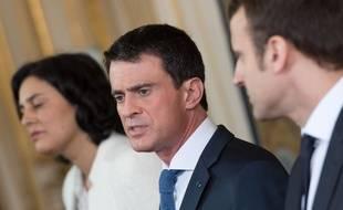 De gauche à droite, Myriam El Khomri, Manuel Valls et Emmanuel Macron.