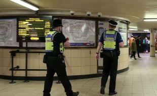 Le niveau d'alerte terroriste a été relevé à «critique» au Royaume-Uni le 15 septembre 2017 après un attentat dans le métro de Londres qui a fait 29 blessés.