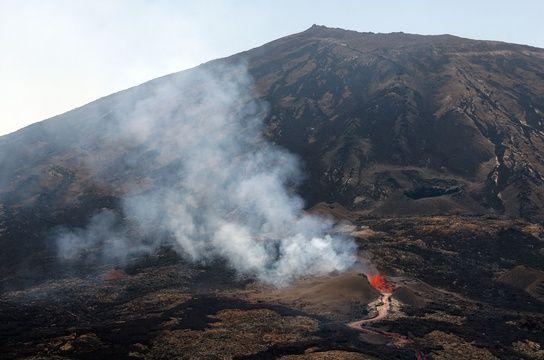 Deux randonneurs meurent en allant voir le Piton de la Fournaise