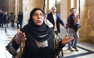 Paris, le 2 octobre 2017. Zoulikha Aziri arrive au palais de justice pour le procès en première instance de son fils Abdelkader.