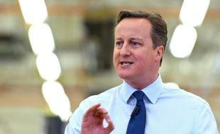 Le Premier ministre britannique David Cameron dans l'usine Siemens à Chippenham en Angleterre, le 2 février 2016