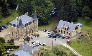 Le château de Sautou appartenant au couple Fourniret a été racheté par des pharmaciens belges après la découverte de deux corps enterrés dans le domaine.