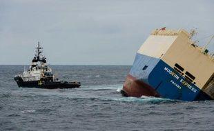 Photo publiée le 1er février par la Marine nationale du cargo «Modern Express», qui dérive au large du littoral français.