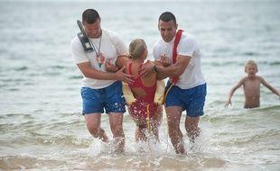 La Teste-de-Buch, 6 juilet 2011. - Exercice d'entrainement au secours par l'equipe de sauveteurs en mer-CRS de la place du Petit Nice sur la commune de La-Teste-de-Buch. - Photo : Sebastien Ortola