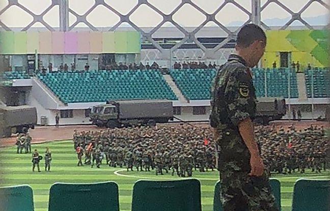 Hong Kong: Des troupes chinoises à la frontière, Trump s'implique