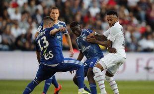 Jean-Ricner Bellegarde, ici au duel avec Neymar, avait fait forte impression au Parc des Princes