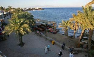 Deux touristes américains ont été enlevés mercredi soir en Egypte par des Bédouins protestant contre l'arrestation de l'un des leurs, a indiqué une source de sécurité jeudi.