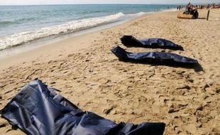 Les six migrants qui se sont noyés samedi près de Catane, en Sicile, étaient égyptiens et le chalutier qui les transportait avec une centaine d'autres a été abandonné au large par un navire plus grand, ont annoncé la police locale et les magistrats