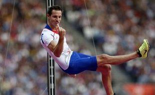 Le perchiste français Renaud Lavillenie, lors de son titre de champion olympique à Londres, le 10 août 2012.