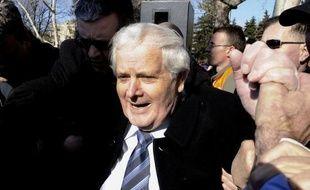 Un ancien chef de milice musulman de Bosnie, Fikret Abdic, a quitté vendredi une prison en Croatie, après avoir purgé les deux-tiers d'une peine de prison de 15 ans pour crimes de guerre commis en Bosnie dans les années 1990, a constaté l'AFP.