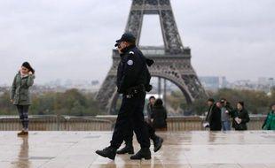 """Vingt policiers roumains sont arrivés depuis lundi en région parisienne afin """"d'appuyer"""" leurs collègues français dans la lutte contre la délinquance à l'appoche des fêtes de fin d'année, a annoncé la préfecture de police de Paris samedi."""