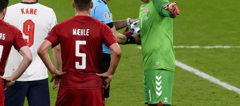 Le gardien danois Kasper Schmeichel a été visé par un laser lors de la demi-finale de l'Euro contre l'Angleterre, mercredi à Wembley.