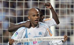 Toifilou Maoulida et Mamadou Niang célèbrent un but, en 2006.