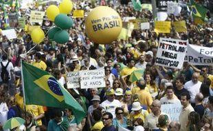 Manifestation contre la corruption et la politique de la président Dilma Rousseff, le 6 décembre 2014 à Sao Paulo