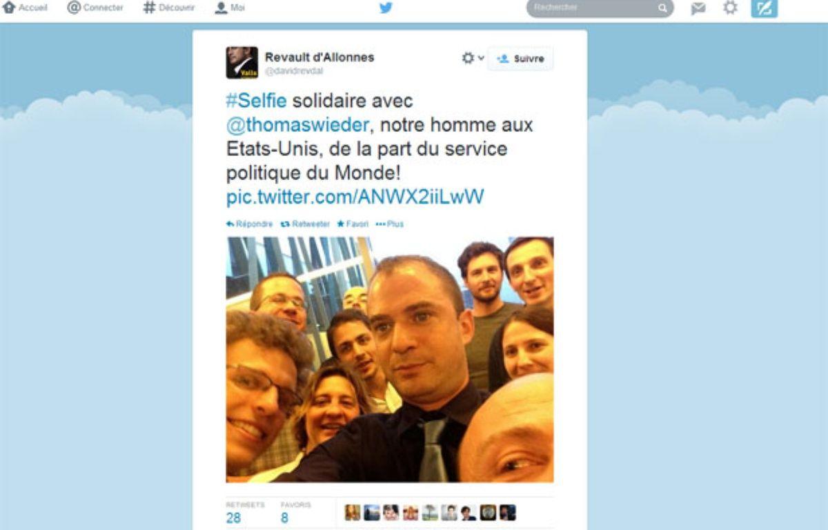 Selfie solidaire du service politique du «Monde» pour soutenir son journaliste Thomas Wieder. – Capture d'écran / 20 Minutes