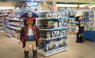 (Illustration) Le rayon jouets de Playmobil, au magasin BHV de l'Hotel de Ville dans le quartier du Marais à Paris.