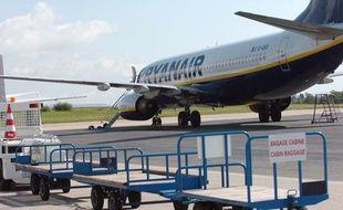 Un avion sur le tarmac de l'aéroport de Limoges, le 26 août 2008.