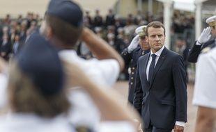 Emmanuel Macron sur la base aérienne de Rochefort en juin 2018.