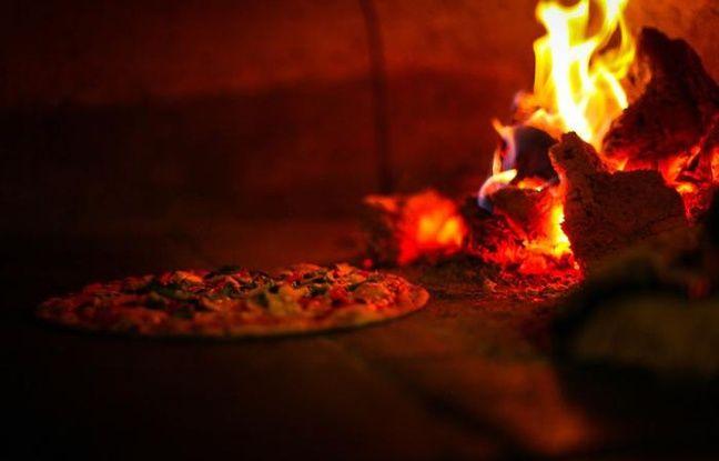 Pizza maison prise sur le vif (du four)