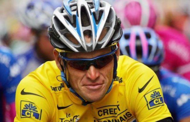 Le septuple vainqueur du Tour de France Lance Armstrong va perdre ses sept titres du Tour de France et sera radié à vie du cyclisme professionnel après avoir renoncé à poursuivre sa bataille judiciaire contre l'Agence américaine antidopage (Usada).