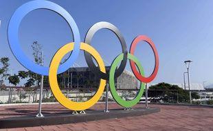 Les anneaux olympiques, à Rio de Janeiro.