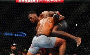 Des combattants de MMA